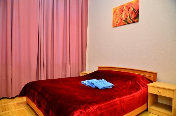 2-комнатная квартира посуточно в Киеве. Шевченковский район, ул. Малая Житомирская, 7. Фото 1