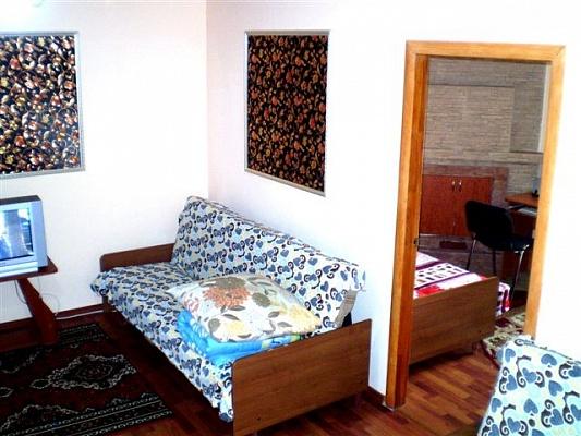 2-комнатная квартира посуточно в Николаеве. Центральный район, ул. Чкалова, 82а. Фото 1