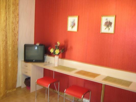 Комната  посуточно в Бердянске. ул. Красная. Фото 1