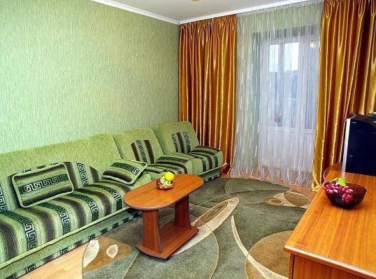 2-комнатная квартира посуточно в Кировограде. Ленинский район, ул. Черновола, 12. Фото 1
