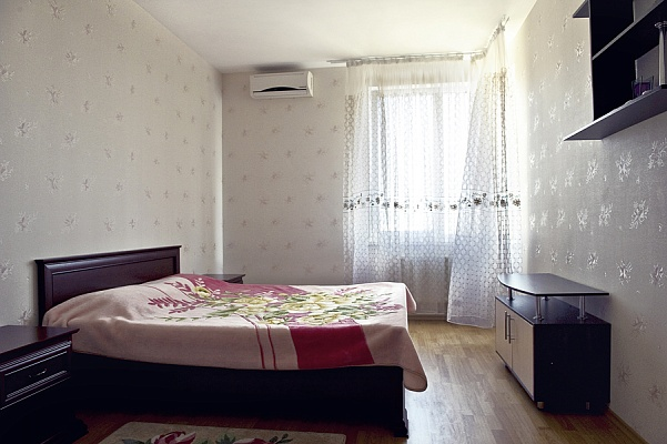 4-комнатная квартира посуточно в Одессе. Приморский район, ул. Среднефонтанская, 19в. Фото 1