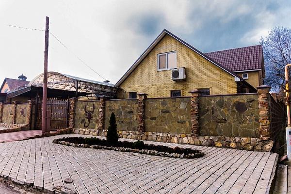 Дом  посуточно в Донецке. Куйбышевский район, ул. Варейкиса, 98. Фото 1