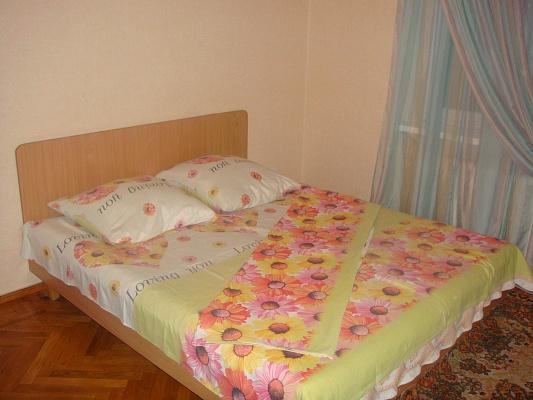2-комнатная квартира посуточно в Одессе. Киевский район, ул. Академика Королева, 72. Фото 1