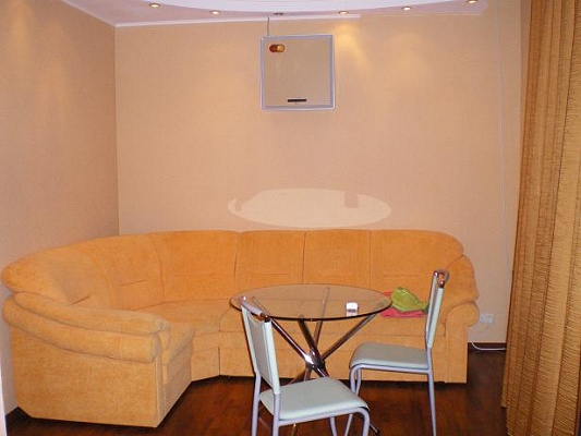 2-комнатная квартира посуточно в Луганске. Ленинский район, ул. Советская, 53. Фото 1