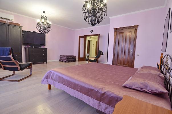 2-комнатная квартира посуточно в Алуште. ул. Платановая, 1. Фото 1