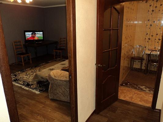 1-комнатная квартира посуточно в Славянске. ул. Ленина, 45. Фото 1