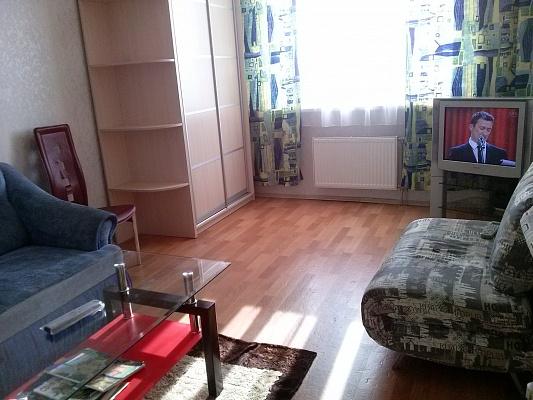 2-комнатная квартира посуточно в Киеве. Деснянский район, пр-т Маяковского, 70. Фото 1