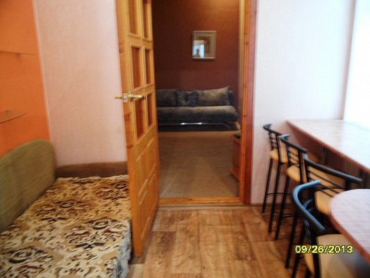 1-комнатная квартира посуточно в Евпатории. ул. Революции, 39. Фото 1