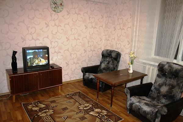 2-комнатная квартира посуточно в Мариуполе. пр-т Ленина, 106. Фото 1