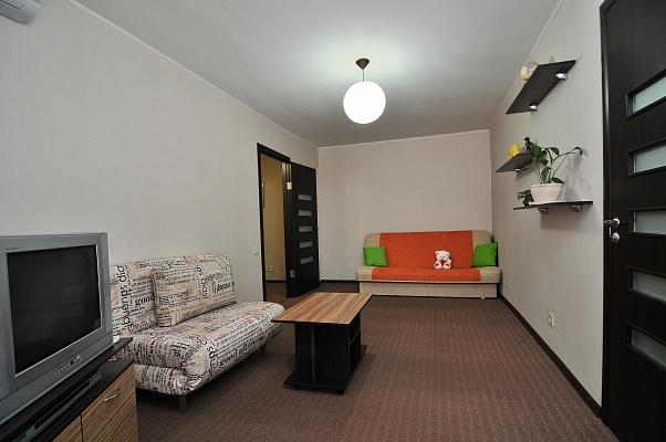 2-комнатная квартира посуточно в Харькове. Дзержинский район, пр-т Ленина, 41/43. Фото 1