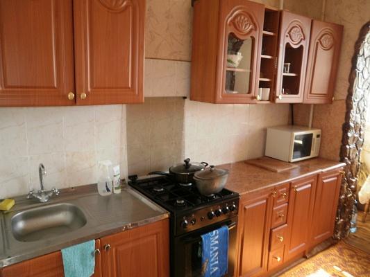 1-комнатная квартира посуточно в Хмельницком. ул. Зализняка, 10. Фото 1