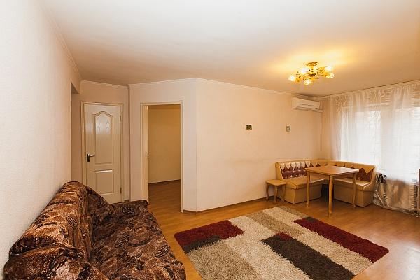 3-комнатная квартира посуточно в Северодонецке. ул. Гагарина, 56. Фото 1