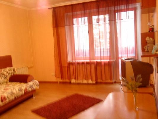 1-комнатная квартира посуточно в Днепропетровске. Индустриальный район, пр.Мира, 89. Фото 1