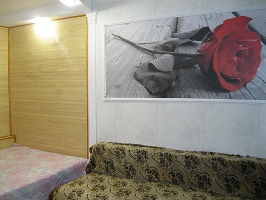 2-комнатная квартира посуточно в Ильичёвске. ул. 1-го Мая, 2. Фото 1