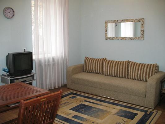 2-комнатная квартира посуточно в Севастополе. Ленинский район, ул. Кулакова, 23. Фото 1