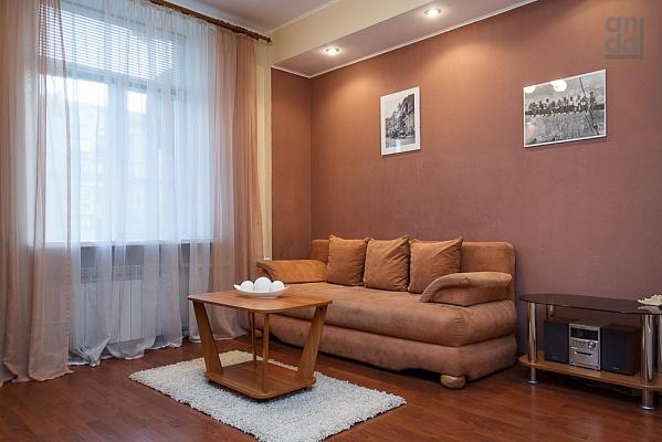 2-комнатная квартира посуточно в Запорожье. Орджоникидзевский район, пр-т Ленина, 212. Фото 1