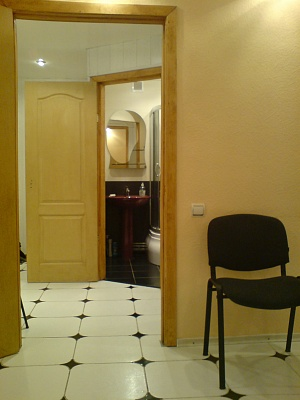 1-комнатная квартира посуточно в Днепродзержинске. ул. Скалика, 16. Фото 1