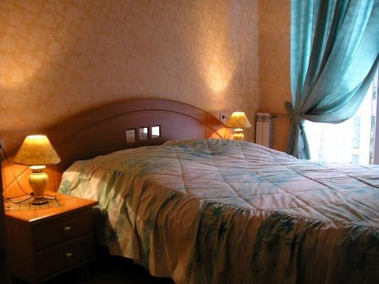2-комнатная квартира посуточно в Севастополе. Ленинский район, ул. Ленина, 62. Фото 1