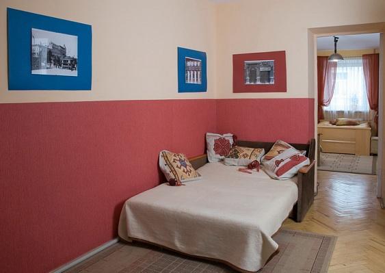 2-комнатная квартира посуточно в Львове. Лычаковский район, Tуган-Барановского, 9а. Фото 1