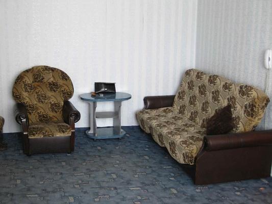 2-комнатная квартира посуточно в Херсоне. Суворовский район, ул. Гмырева, 27. Фото 1