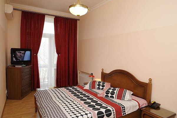 2-комнатная квартира посуточно в Киеве. Печерский район, ул. Заньковецкой Марии, 8. Фото 1