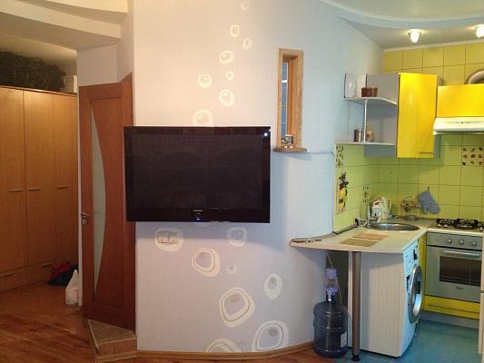 1-комнатная квартира посуточно в Донецке. Ворошиловский район, ул. Артема, 127. Фото 1