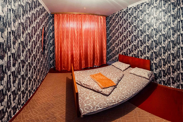 3-комнатная квартира посуточно в Черкассах. ул. Крещатик, 130. Фото 1