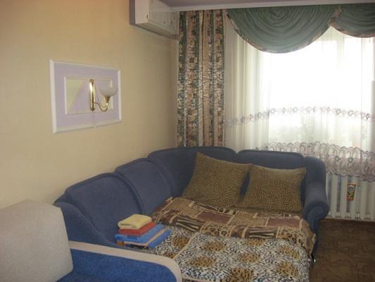 1-комнатная квартира посуточно в Киеве. Оболонский район, Героев Днепра, 1. Фото 1