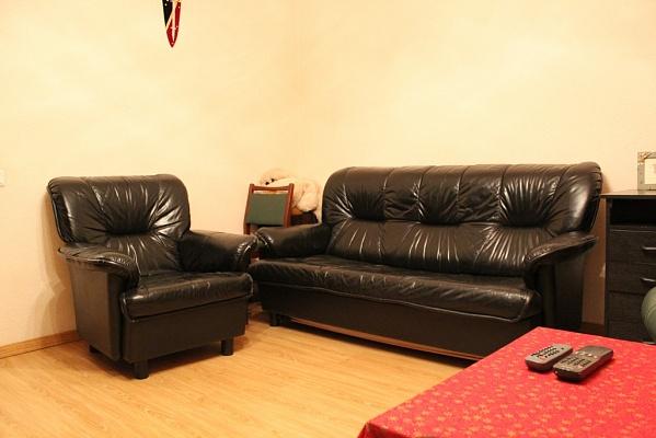 2-комнатная квартира посуточно в Донецке. Киевский район, ул. Артема, 118а. Фото 1