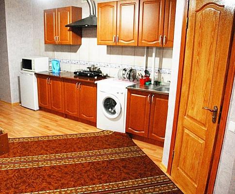 2-комнатная квартира посуточно в Ивано-Франковске. ул. Гарбарская, 24 . Фото 1