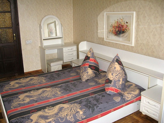 2-комнатная квартира посуточно в Запорожье. Ленинский район, ул. Счастливая, 13. Фото 1