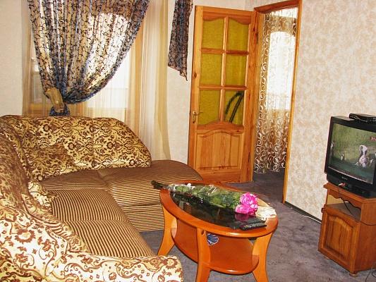 2-комнатная квартира посуточно в Днепропетровске. Бабушкинский район, пр-т Карла Маркса, 79. Фото 1