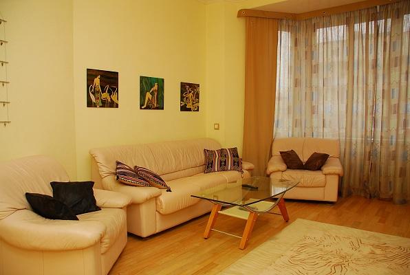 2-комнатная квартира посуточно в Киеве. Голосеевский район, ул. Саксаганского, 85. Фото 1