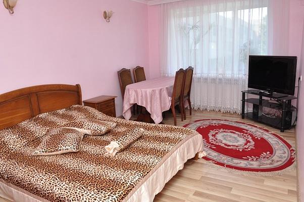 2-комнатная квартира посуточно в Черновцах. Шевченковский район, ул. Щербанюка, 43а. Фото 1