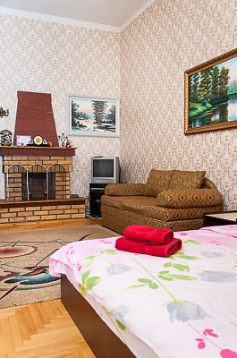 2-комнатная квартира посуточно в Киеве. Шевченковский район, ул. Михайловская, 18. Фото 1