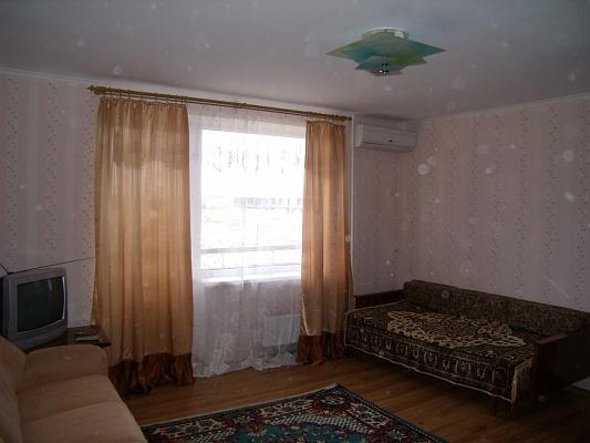 1-комнатная квартира посуточно в Мирном. ., .. Фото 1