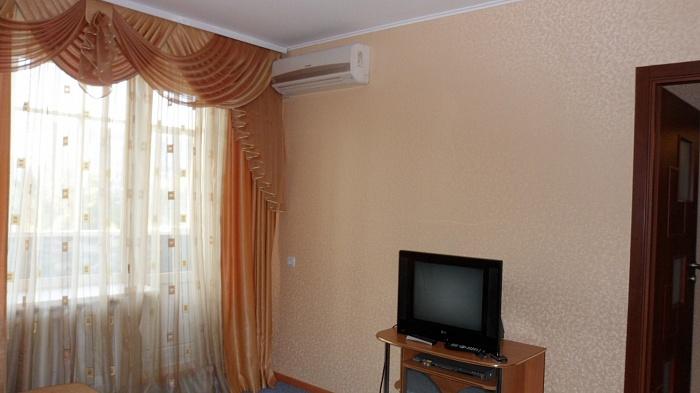 1-комнатная квартира посуточно в Новомосковске. ул. Гетьманская (Советская), 32. Фото 1