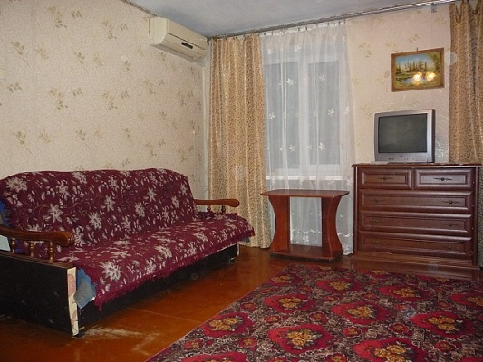 1-комнатная квартира посуточно в Феодосии. ул. Советская, 25. Фото 1