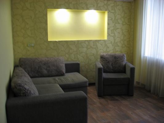 2-комнатная квартира посуточно в Запорожье. Жовтневый район, пр-т Соборный (Ленина), 84. Фото 1