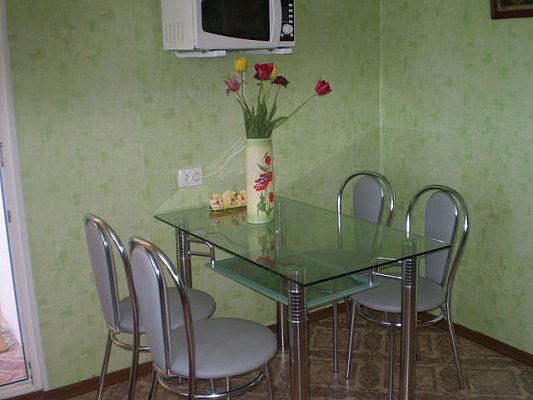 2-комнатная квартира посуточно в Евпатории. ул. Эскадронная, 1. Фото 1