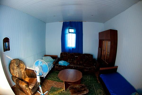 Мини-отель  посуточно в Мариуполе. ул. Безуха, 277а. Фото 1