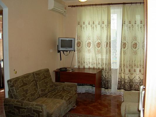 1-комнатная квартира посуточно в Симферополе. Железнодорожный район, ул. Набережная, 89. Фото 1