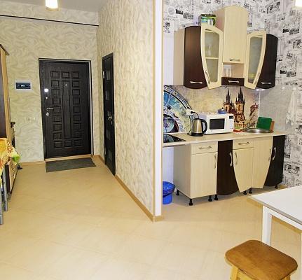 2-комнатная квартира посуточно в Севастополе. Ленинский район, ул. Сенявина, 5. Фото 1