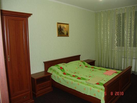 3-комнатная квартира посуточно в Киеве. Дарницкий район, ул. Гмыри, 4. Фото 1
