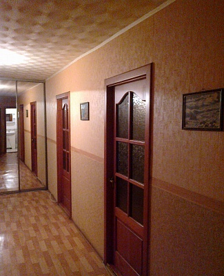 2-комнатная квартира посуточно в Днепропетровске. Индустриальный район, ул. Щербины, 31. Фото 1