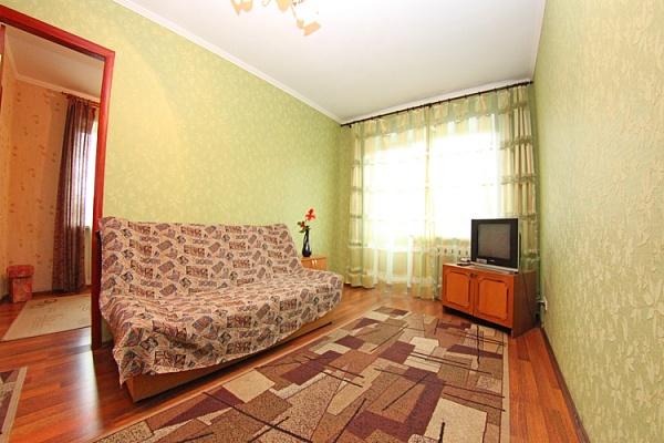 2-комнатная квартира посуточно в Киеве. Печерский район, ул. Кутузова, 2. Фото 1