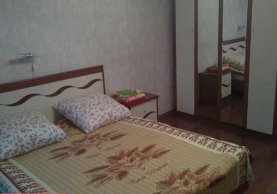 3-комнатная квартира посуточно в Херсоне. Суворовский район, ул. Пугачева, 8. Фото 1