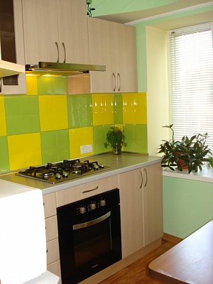 2-комнатная квартира посуточно в Бердянске. Франко, 6. Фото 1