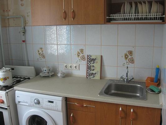 2-комнатная квартира посуточно в Севастополе. Гагаринский район, ул. Глухова, 3. Фото 1
