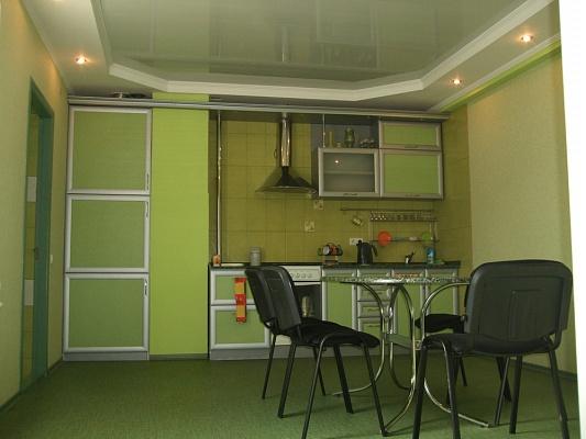 3-комнатная квартира посуточно в Симферополе. Железнодорожный район, Б-р Ленина. Фото 1
